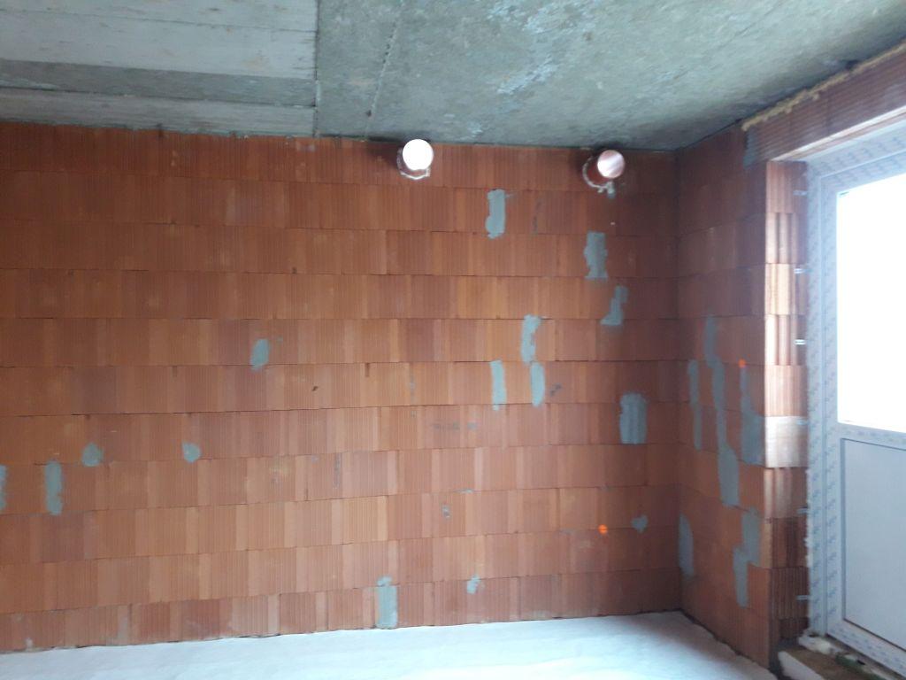 Rekuperácie - Nasávanie a výfuk do exteriéru cez obvodovú stenu. Rúry musia byť osadené kolmo cez stenu min. 50mm pod stropom, cca 1,5m od seba. Rúra hrdlom von, do vnútra trčí cca 80-100mm.