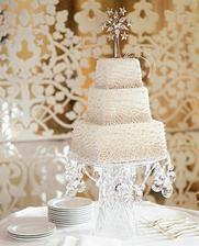 zimní dort na stejném pozadí jako ten zlatý. už vím, jak udělat ten stojan ... :)