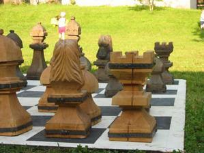 třeba obří šachy