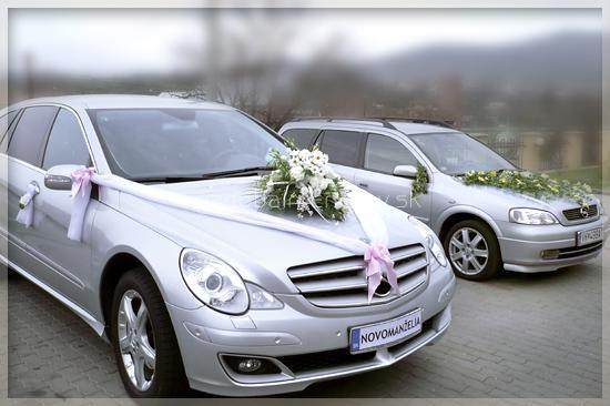 Renko a Lucka 21.8.2010 - na auto len ikebanu
