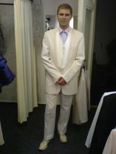 můj nástavající ve vybraném obleku.. jen zkrátit rukávy a prodloužit nohavice ;-)