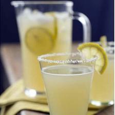 Na kazdy stul cerstva limonada