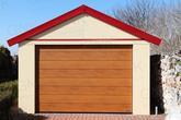 Montovaná garáž so sedlovou strechou v červenej farbe