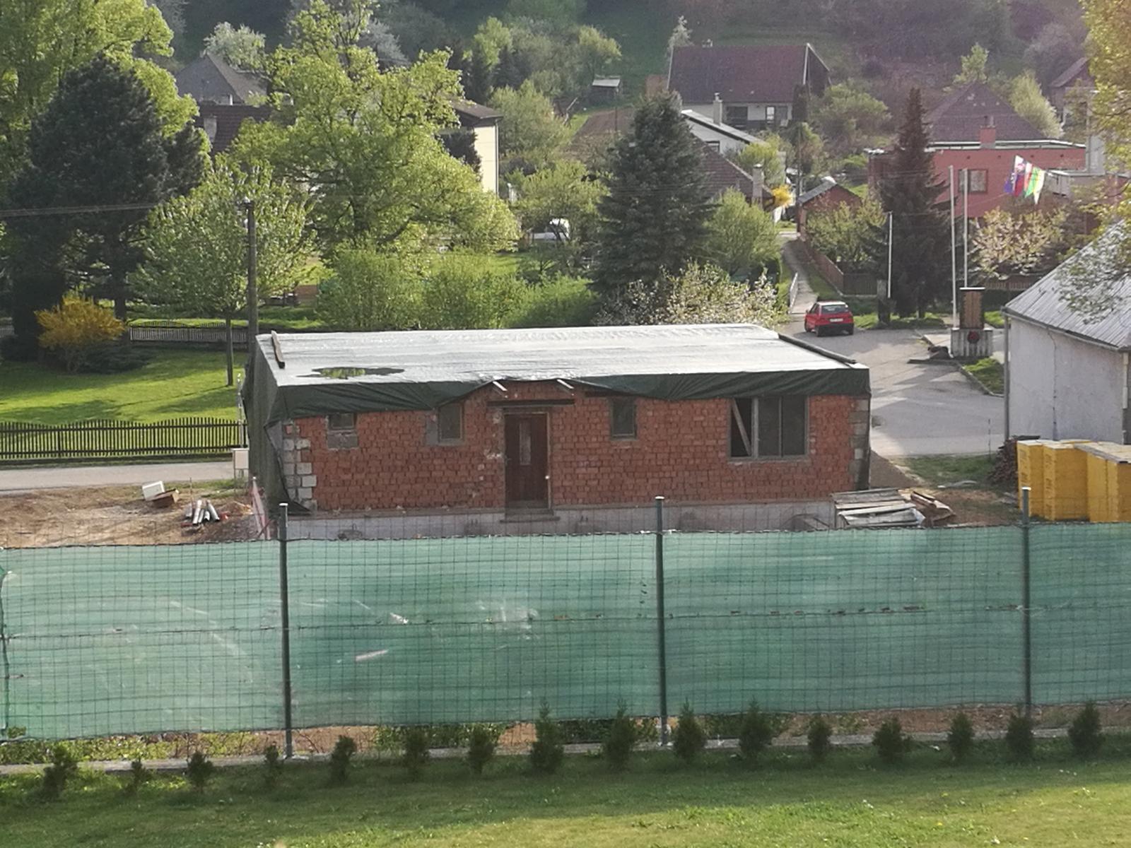 Rekonštrukcia veľmi starej stavby :) - A máme bungalov...