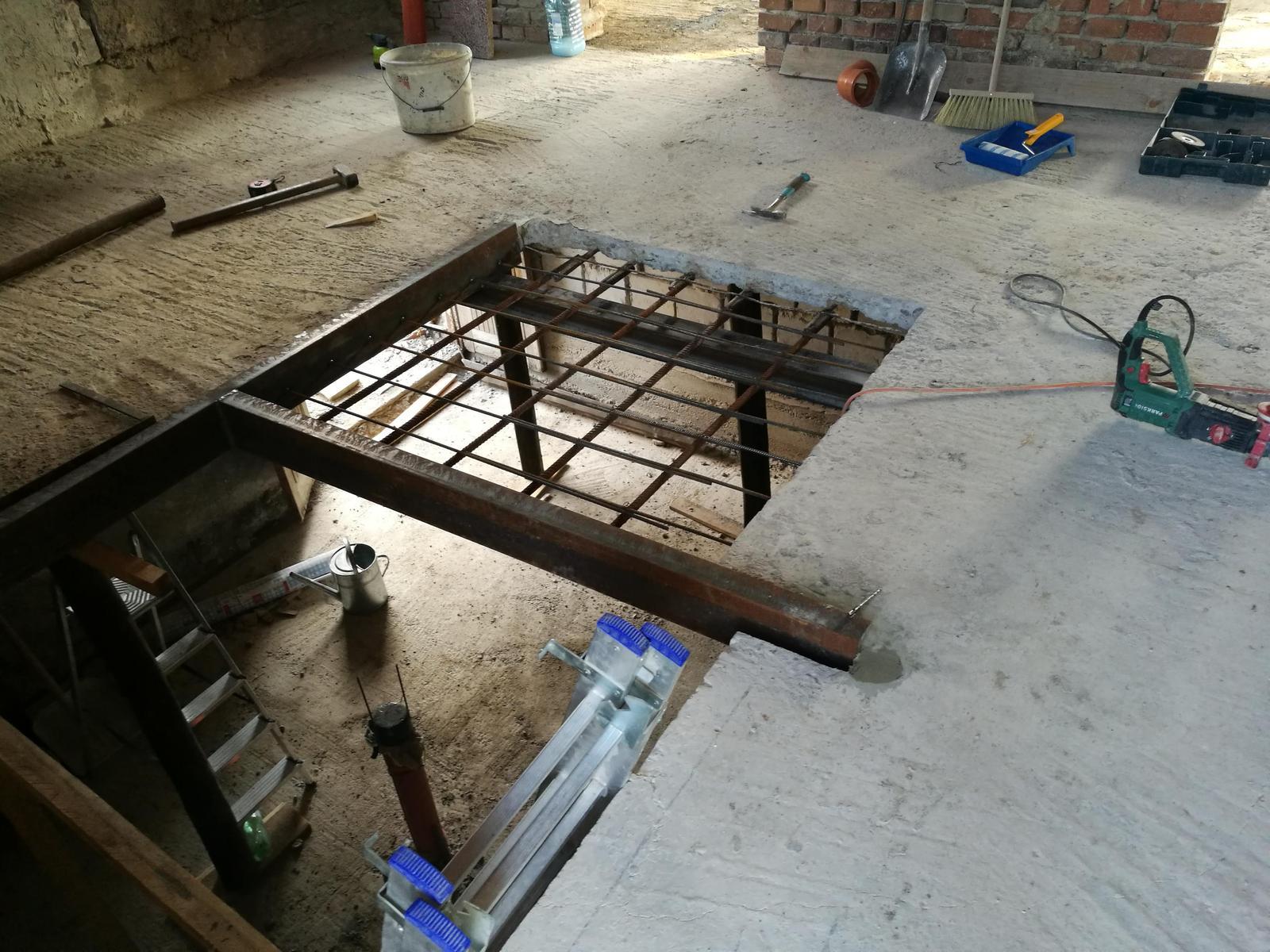 Rekonštrukcia veľmi starej stavby :) - Budúce WCko a zmenšenie otvoru na schodisko..