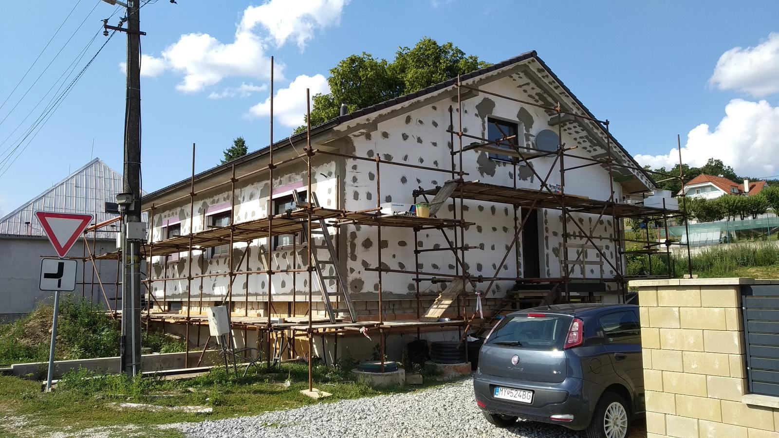 Rekonštrukcia veľmi starej stavby :) - Neterka sa ma pýtala či to tak ostane, ten dalmatíncový dom :D