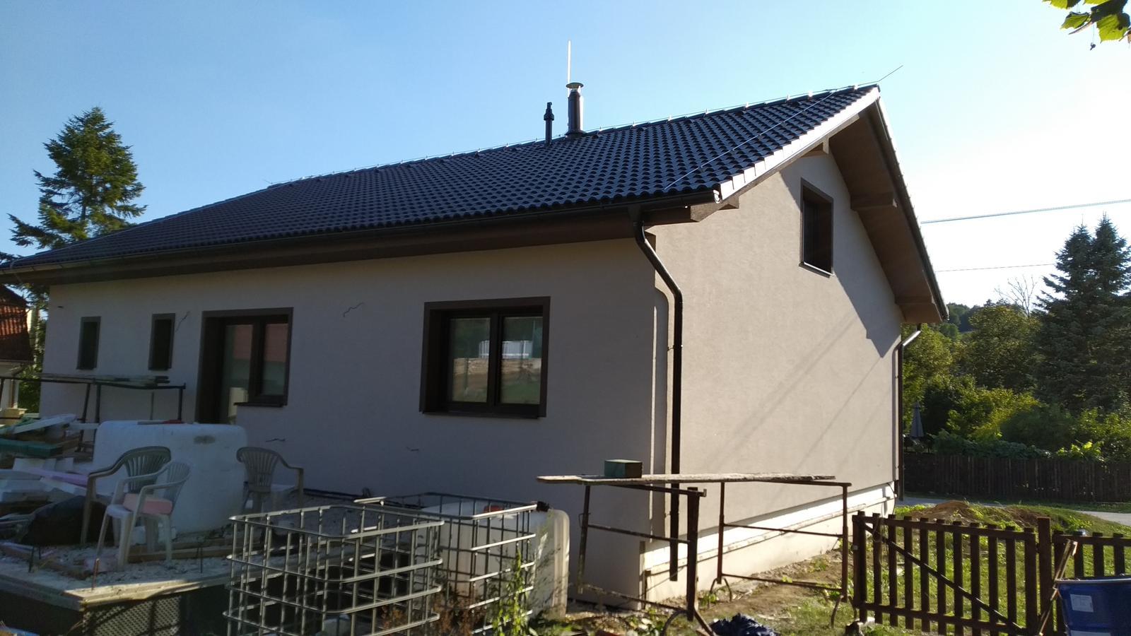 Rekonštrukcia veľmi starej stavby :) - Pohľad od terasy (ešte to chce upratať 😂).. Farba je naozaj krásna.
