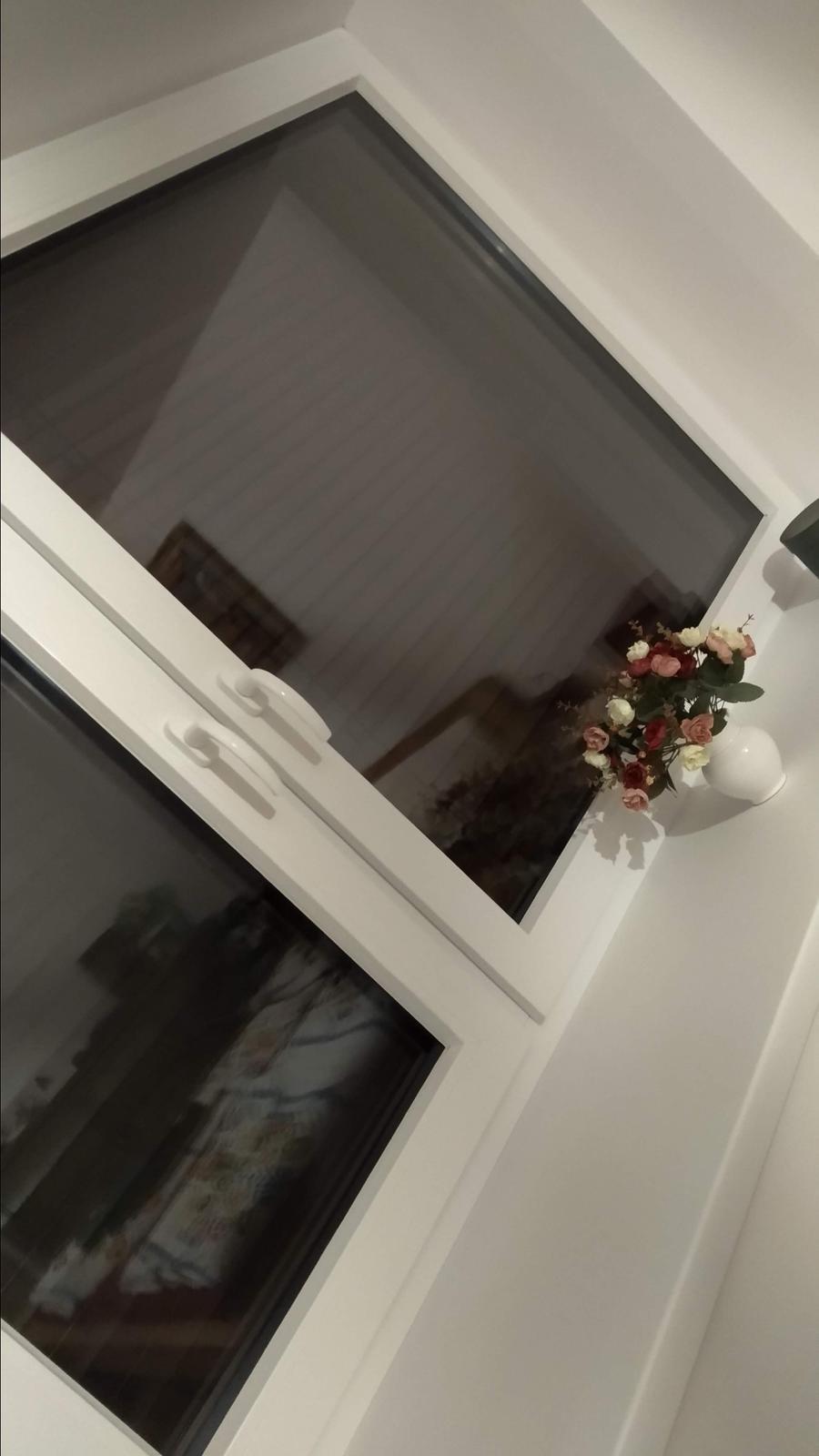 Rekonštrukcia veľmi starej stavby :) - Keď už človek býva, ide to pomalšie... a o to viac sa teším aj z maličkostí. Hoc, nie lacných maličkostí :D konečne dodané a hotové vonkajšie žalúzie, nikdy som nemala väčšiu radosť z tmy za oknom :D