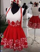 Čipkované šaty,
