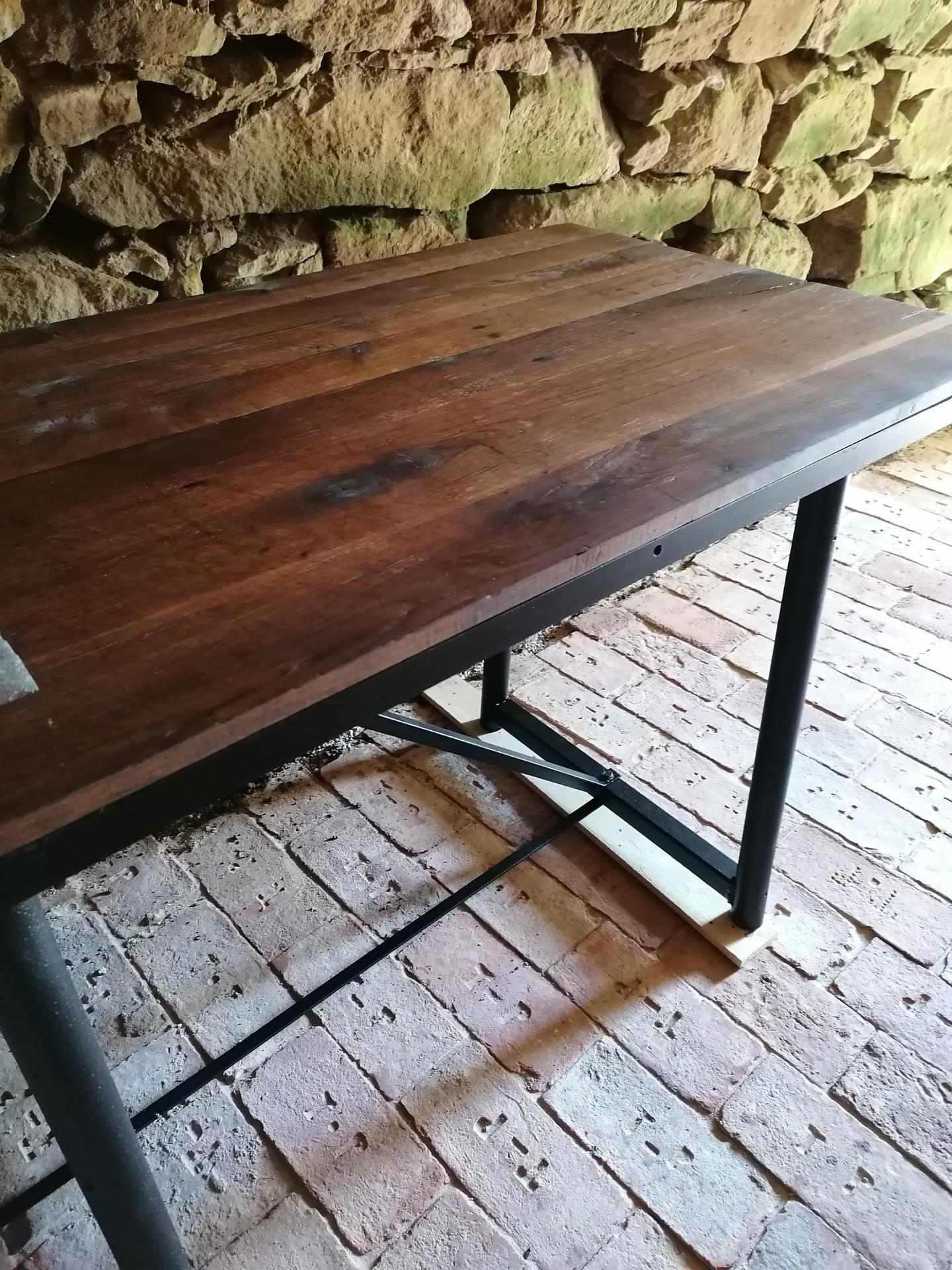 Rekonštrukcia veľmi starej stavby :) - Zrenovovaný stôl