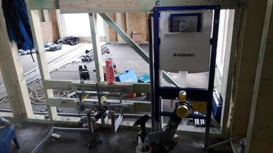 Dnes montáž rozvodov vody - WC a bidet.