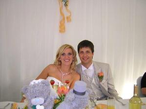 Za svadobnym stolom