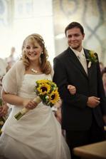 stejné šaty, jiná nevěsta