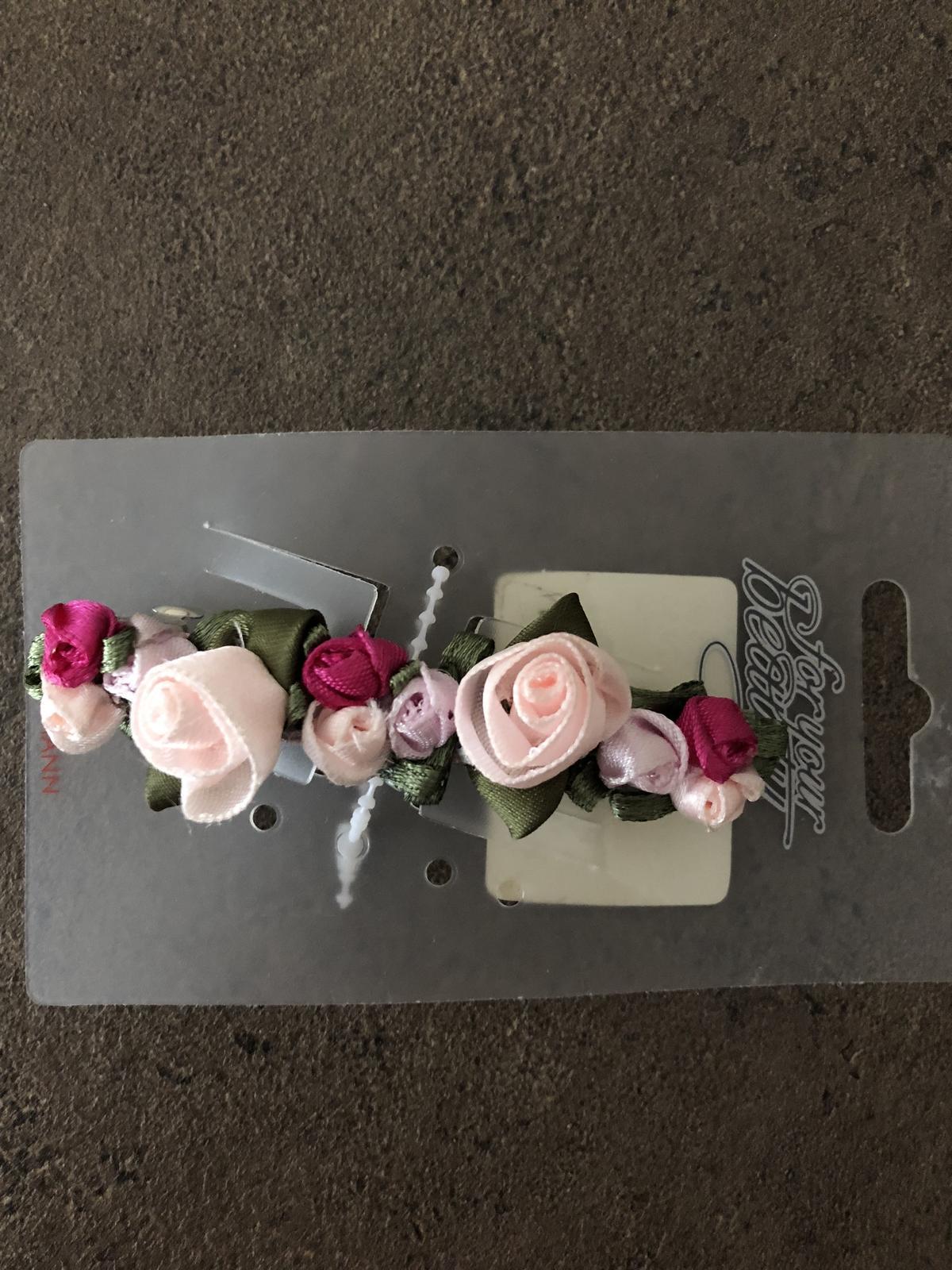 Růžová kvítka do vlasů - Obrázek č. 1
