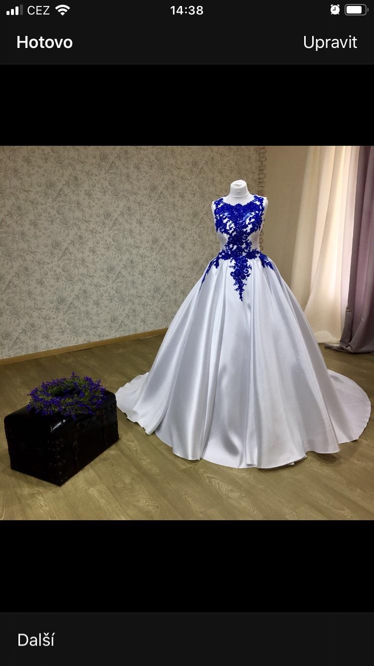 Svatební šaty s modrou krajkou - Obrázek č. 1