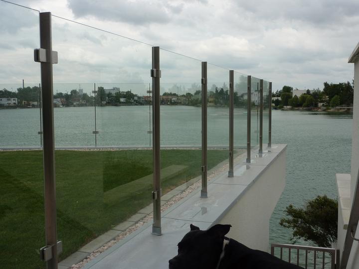 Brány, branky a ploty - Plot exteriérový- sklo a  antikorové stĺpiky