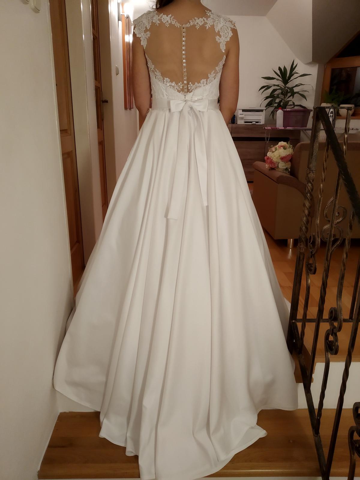 Svadobné saténové šaty - Obrázok č. 2