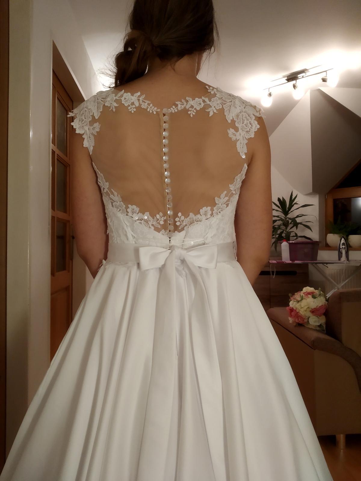 Svadobné saténové šaty - Obrázok č. 1