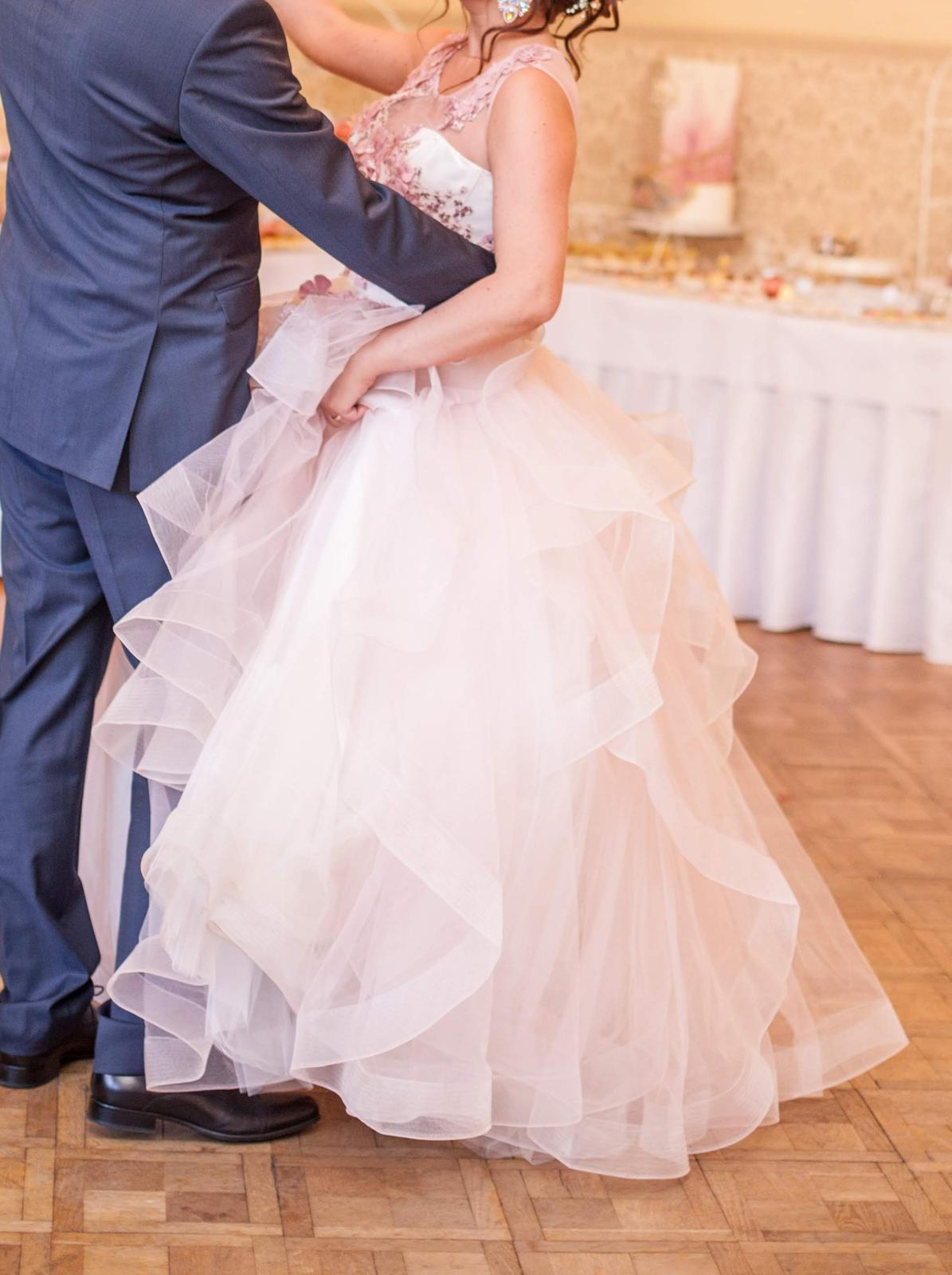 Zaujímavé svadobné šaty - Obrázok č. 2