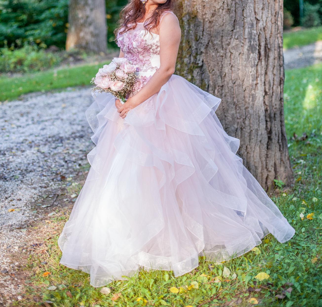Zaujímavé svadobné šaty - Obrázok č. 3