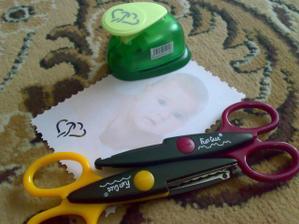 nůžky a děrovačka