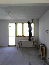 už sa robia stropy..inak PÁN majster - telesne postihnutý..ale maká! Klobúk dole.