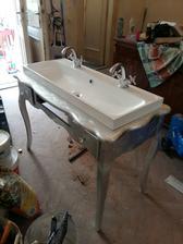 vyraba sa stolik pod umyvadlo..
