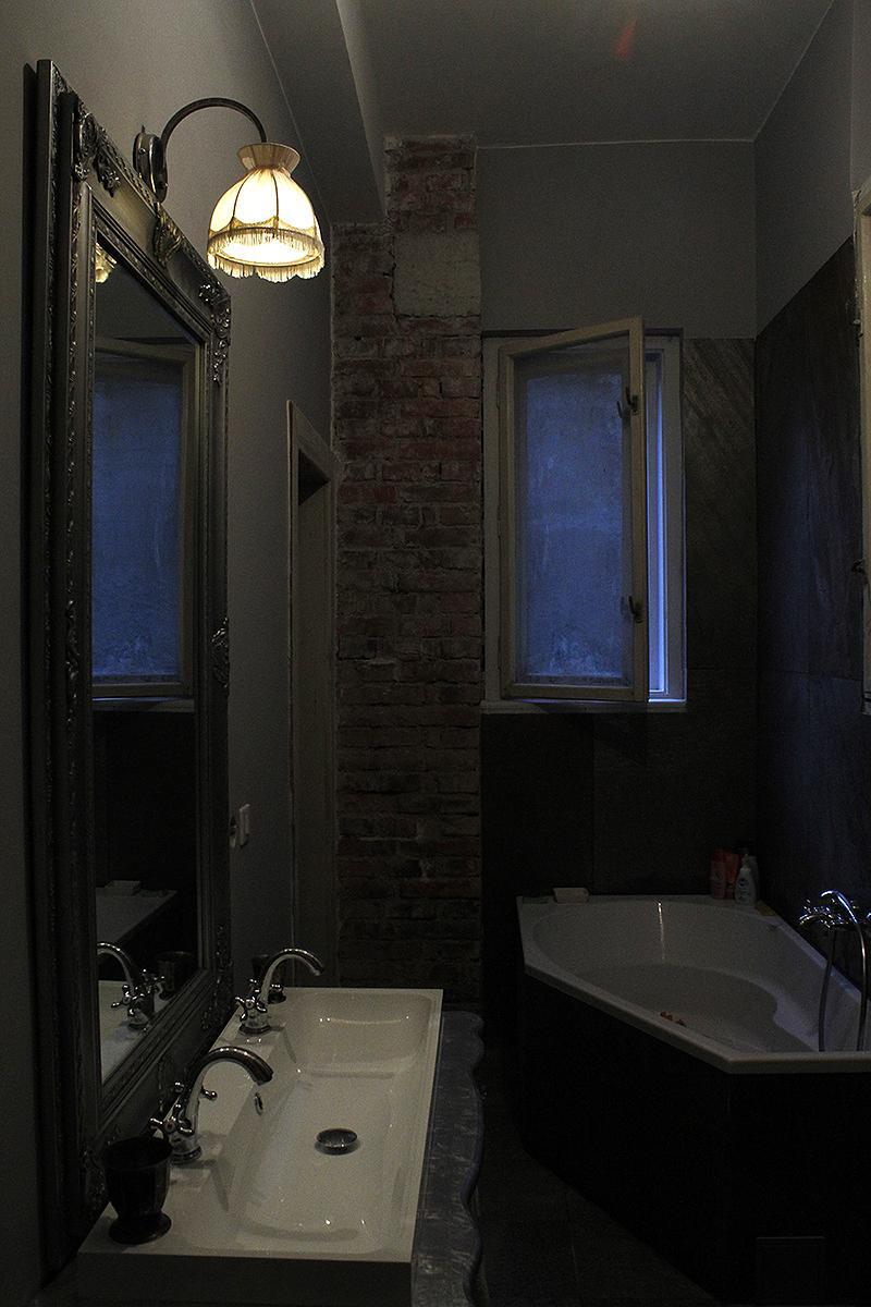 Rekonštrukcia bytu v národnej kultúrnej pamiatke - Svetielko nad zrkadlo vyskladane z bazarov za par eur :)