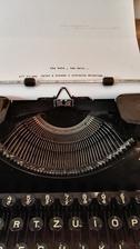 to je papier pre navstevy...musia vzdy daco dopisat a dotvorit pribeh...prvu vetu som napisala ja :-D