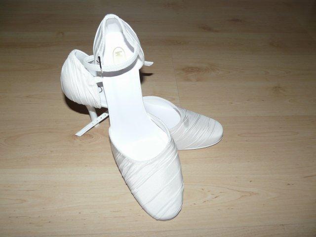 Gabika a Bubo - 9.máj 2009 - Moje svadobné topánočky ...