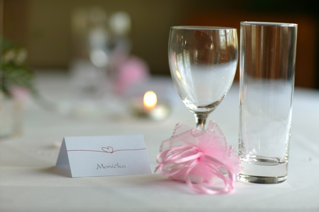 Detaily svadbicky - menovky a mandle v cukre
