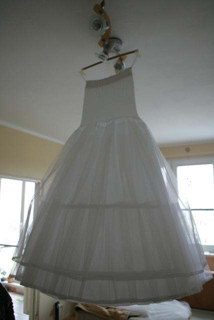 Detaily svadbicky - doma visela na strope, aby sa nepokrcila....