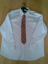 košile a kravata, už je doma