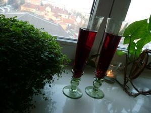 Naše skleničky na přípitek.