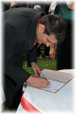 ještě podpisy...