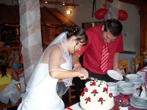 krájení dortíku nám dalo zabrat :)