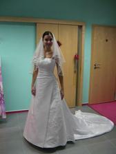 První zkouška svatebních šatů. Svatební salon Ivana,Hodonín.