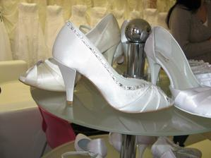 Nádherné, jen moje palce nejsou na takovéto boty stavěné . - ((( Škoda, jinak by jistě vyhráli tyhle . - ((