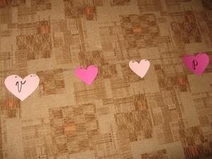 Srdíčkové grilandy na zábradlí, balkon u rodičů . - ))