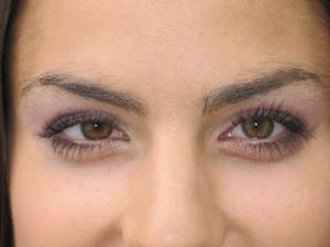 více se mi líbí to tmavší oko, ta světlá s emi zdá, že nějak to oko utlumí....