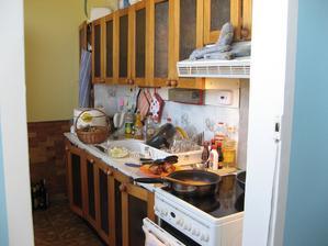 Manžel vařil, takže bordel všude.hrozná kuchyně, málo prac. místo, no hrůza.