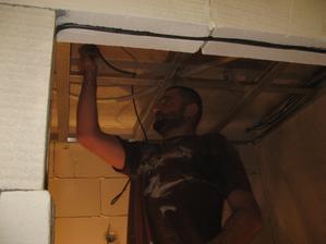 Snižování stropů a instalace bodovek