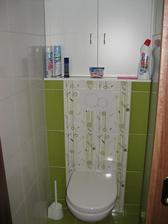 WC se skříňkou a konečně hotovo . - )