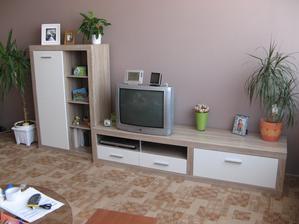 jupí skoro hotovo, ještě k tomu jsou dvě poličky a závěsná skříňka, tu pověsíme až nám dorazí nová televize . - ))