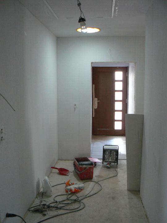 Světlovod - Opravdu jsou hlavní dveře zavřené. Světlo jde ze světlovodu.