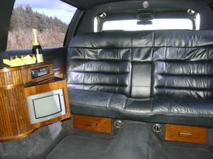 limuzinka zvnutra, pohodlie pre nevestu :)
