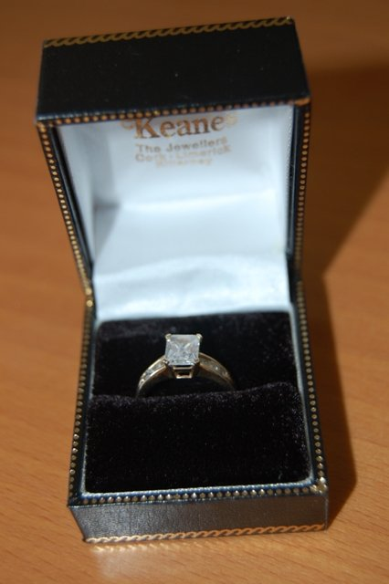 Uszaky - moj krasny emerald cut zasnubny prsten