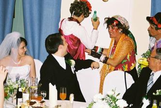 Ženích sa bráni...
