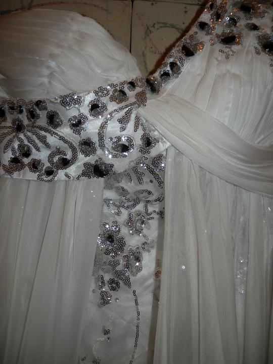 Už čoskoro - detail na šaty