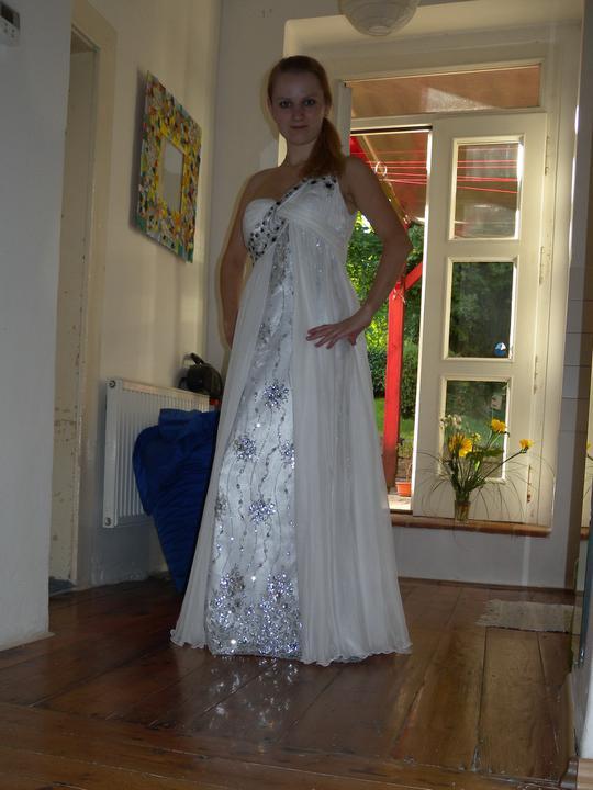 Už čoskoro - ja a šaty ;)